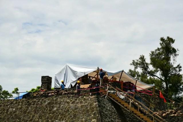 Maior dano foi visto na parte superior da pirâmide (Foto: Ronaldo Schemidt/AFP)