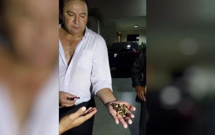 Adovgado foi vítima de roubo ao chegar em casa, em Caldas Novas (Foto: Reprodução/TV Anhanguera)