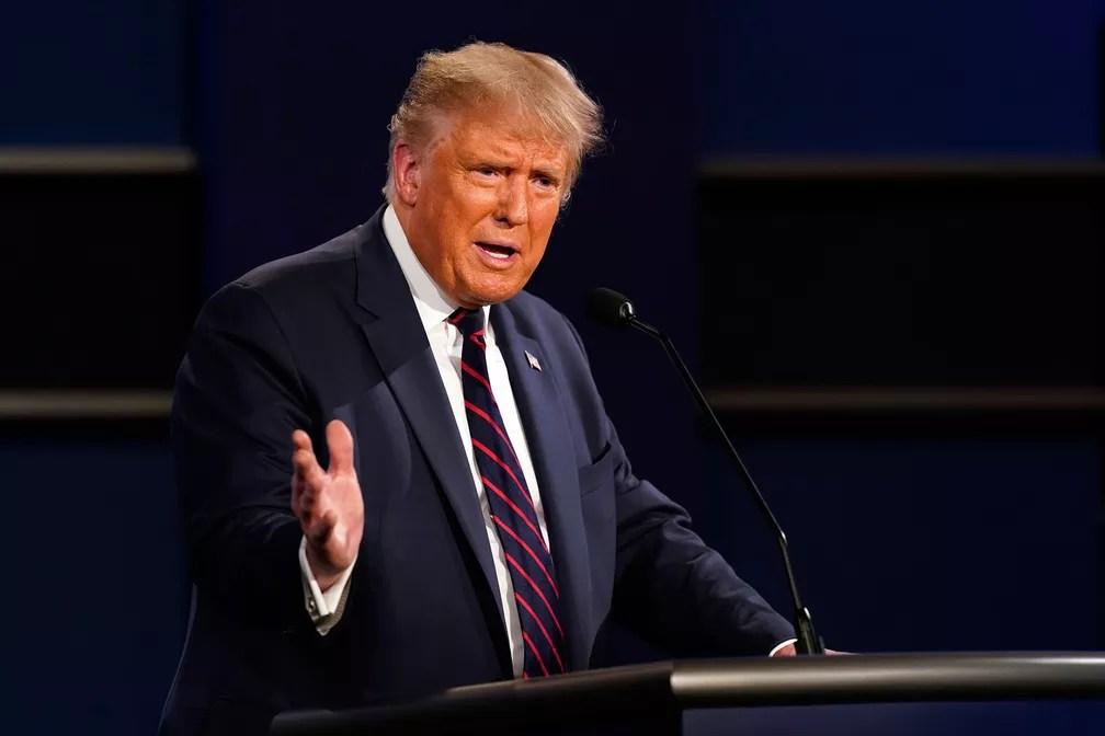 Presidente Donald Trump fala durante o 1º debate da campanha presidencial na terça-feira (29) em Cleveland  — Foto: Patrick Semansky/AP