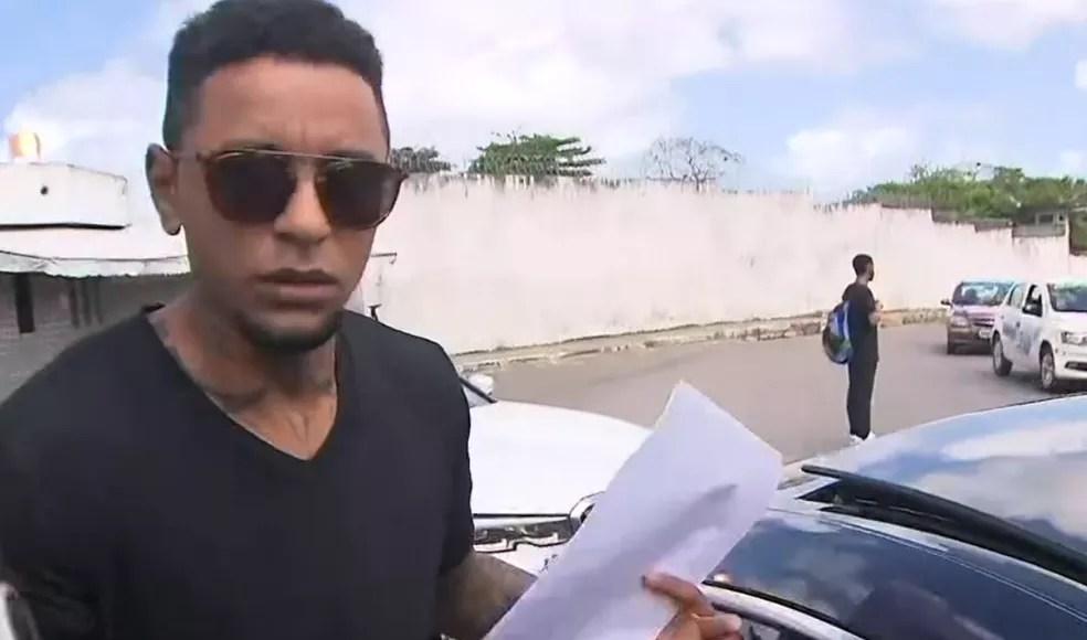Iuri Sheik deixou a prisão em Salvador por volta das 12h30 desta segunda-feira — Foto: Reprodução/TV Bahia