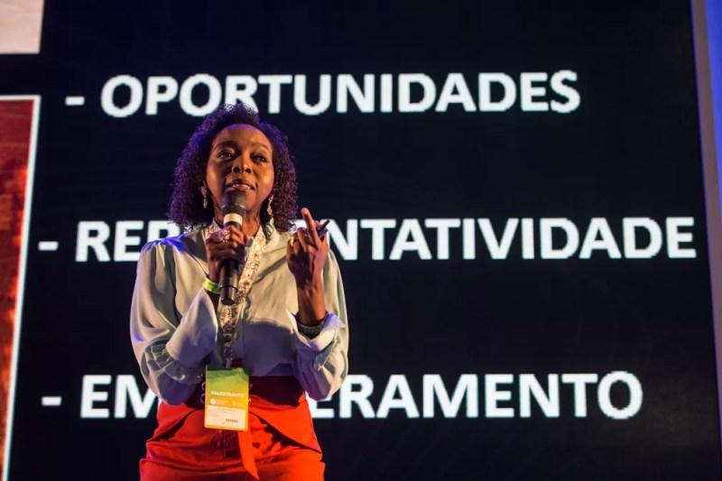 A cientista Joana D'Arc Félix fala a campuseiros em palestra na noite de quarta-feira (13) na Campus Party 2019 — Foto: Fábio Tito/G1