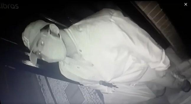 Imagens de câmera de segurança mostram suspeito de matar porteiro em condomínio de Natal. — Foto: Reprodução