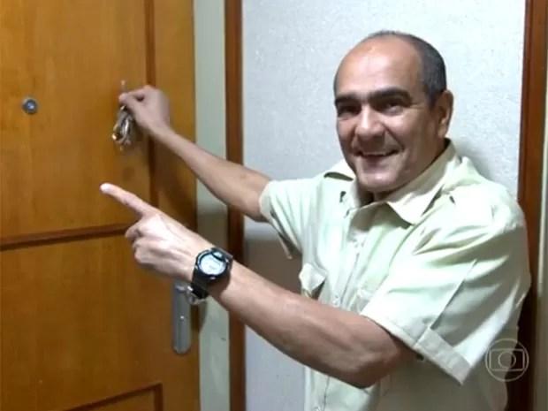 Mosquito é porteiro e comprou um apartamento no prédio em que trabalha (Foto: Encontro com Fátima Bernardes/TV Globo)