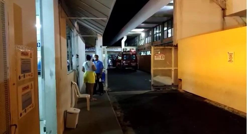Bombeiros levaram recém-nascido ao pronto-socorro da UFU — Foto: Gabriela Almeida/G1