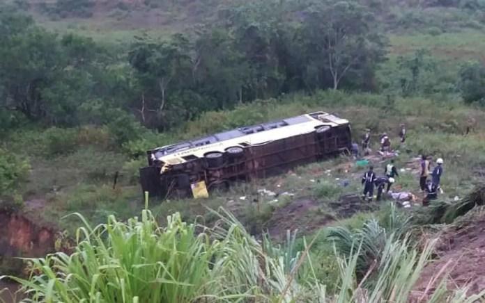 Acidente ocorreu na BR-101, entre Itamaraju e Teixeira de Freitas, cidades do sul da Bahia, na madrugada desta quinta-feira (12). — Foto: Redes Sociais