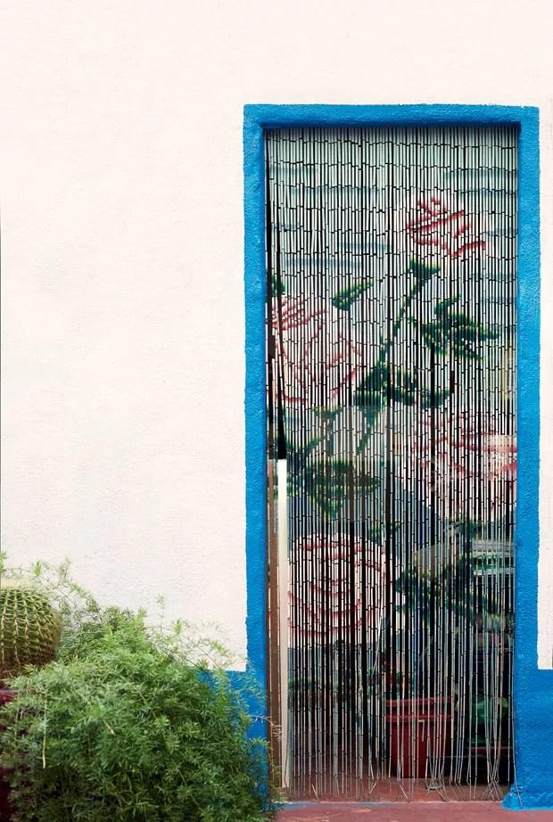 Memria conhea a histria da cortina de porta  Casa e