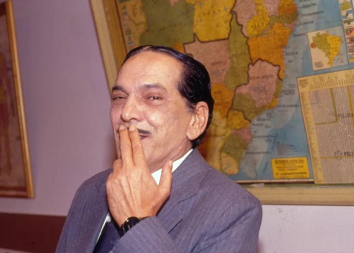 Lúcio Mauro como Aldemar Vigário em 'Escolinha do Professor Raimundo'. Mauro participou do programa de 1990 a 1994 — Foto: Acervo TV Globo