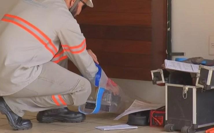 Relógio de energia foi apreendido pela polícia (Foto: Reprodução/TV TEM)