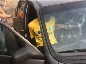 Nigeriano é detido por tentar vender ingressos para jogo da Argentina (Foto: Fábio Almeida / RBSTV)