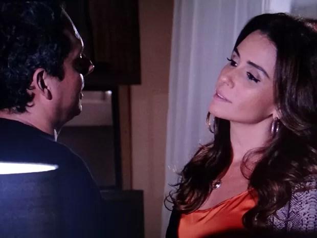 Helô se irrita com Stenio (Foto: Salve Jorge/ TV Globo)