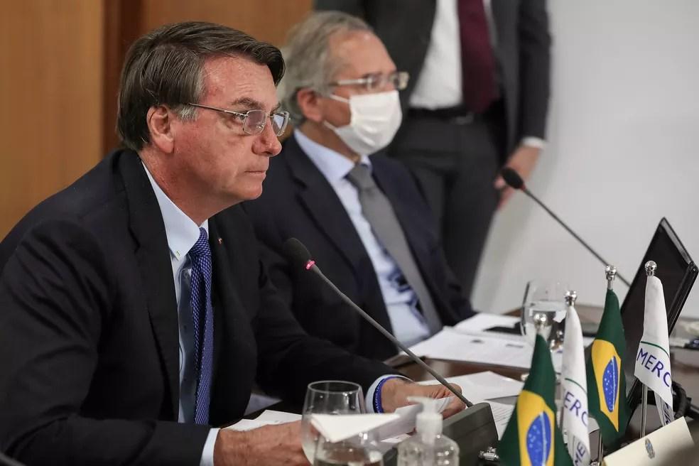 O presidente Jair Bolsonaro ao lado do ministro Paulo Guedes no dia 2 de julho — Foto: Marcos Corrêa/PR