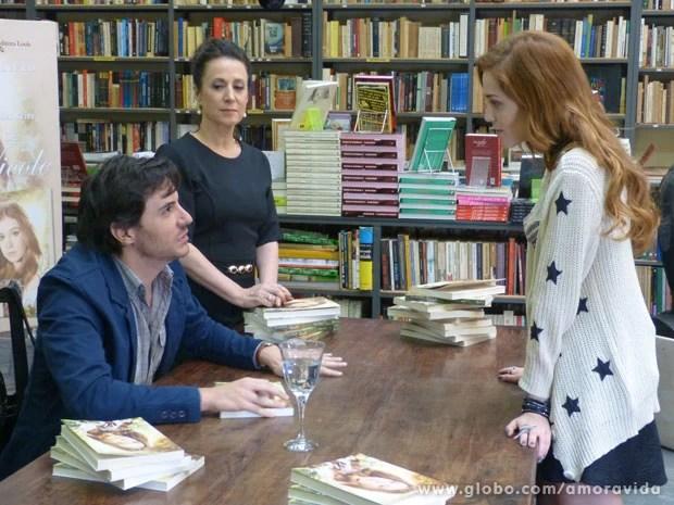Thales conhece Natasha e fica encantado (Foto: Amor à Vida/ TV Globo)