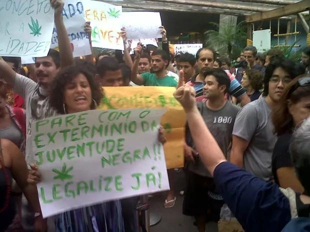 Mulher desaprova Marcha da Maconha (Foto: Carolina Lauriano/G1)