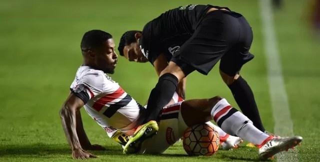 Michel Bastos São Paulo Atlético Nacional (Foto: Marcos Ribolli)