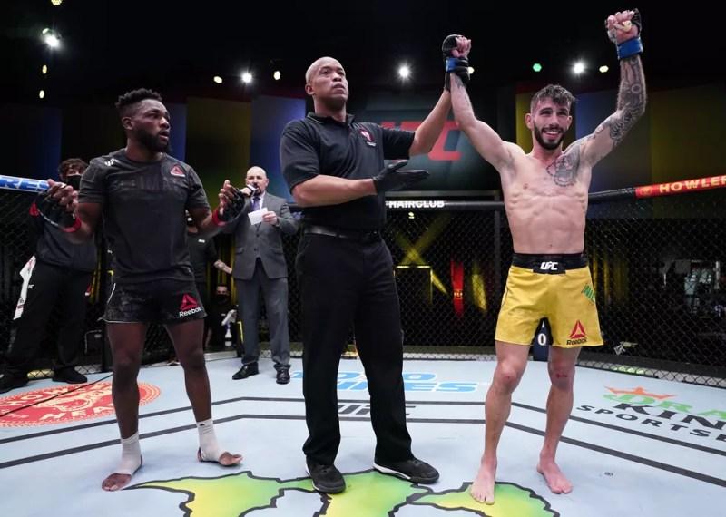 Manel Kape mostra surpresa com a derrota para Matheus Nicolau no UFC Edwards x Muhammad — Foto: Getty Images