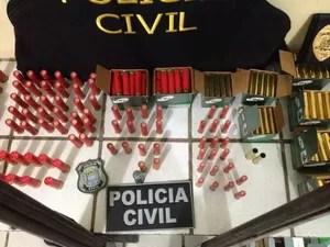 Foram encontradas munições para sete tipos de armas (Foto: Polícia Civil/Divulgação)