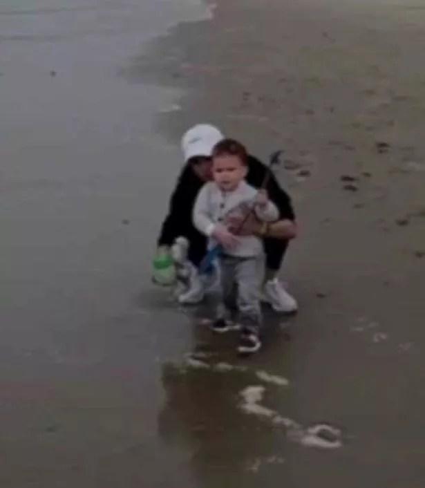 O filho do Príncipe Harry e da atriz Meghan Markle em registro exibido na série The Me You Cant See (Foto: Reprodução)