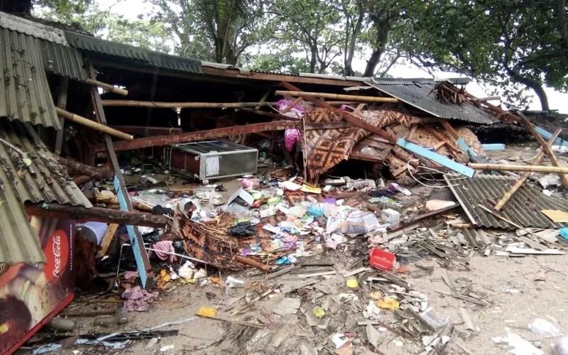 Casa totalmente destruída na praia de Carita — Foto: AFP Photo