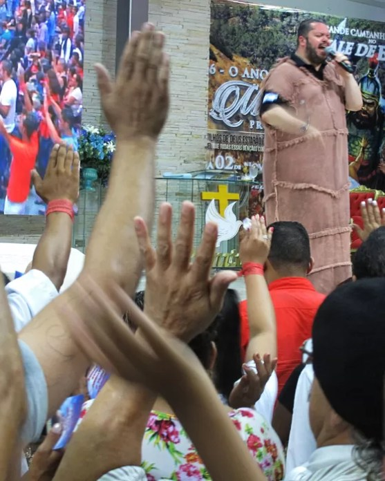 culto do Bispo Agenor Duque da igreja evangelica Plenitude do Trono de Deus (Foto: Rogério Cassimiro/ÉPOCA)