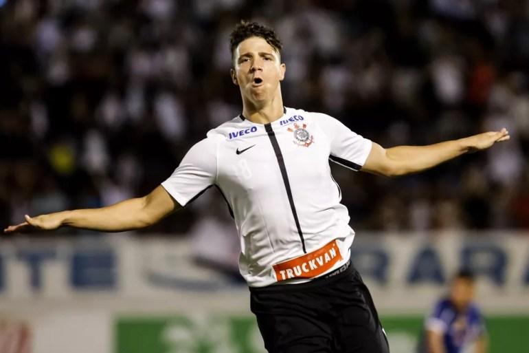 João Pedro comemora gol da vitória do Corinthians sobre a Ferroviária na Copinha — Foto: Rodrigo Gazzanel