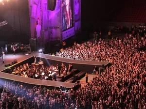 Cantores se revezaram no palco em show que homenageou Renato Russo neste sábado (29) em Brasília. (Foto: Guto Zafalan)