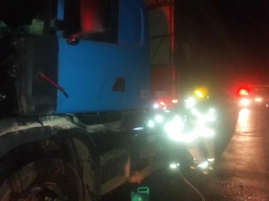 Parte da frente da carreta foi danificada pelas chamas — Foto: Corpo de Bombeiros/Divulgação
