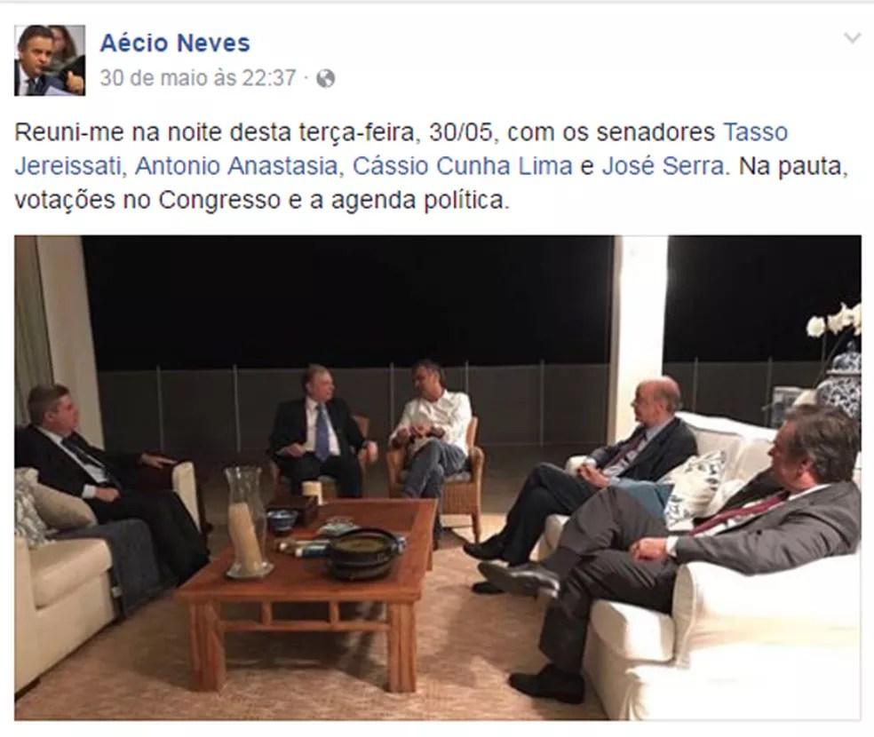 Em post no dia 30 de maio, Aécio Neves diz que se reuniu com senadores do PSDB para tratar de votações no Congresso (Foto: Reprodução/Facebook)