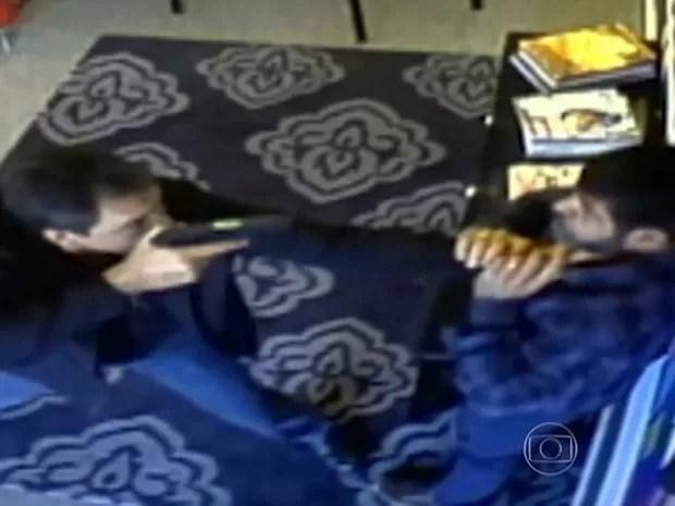 O policial civil José Camilo Leonel foi preso por agredir o comerciante iraniano (Foto: TV Globo/Reprodução)