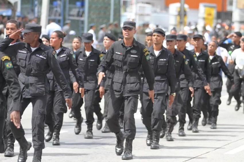 Desfile cívico-militar acontece na Zona Sul do Recife, nesta sexta-feira (7) (Foto: Marlon Costa/Pernambuco Press)
