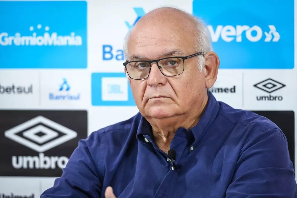 Romildo Bolzan avalia o mercado em busca de reforços — Foto: Lucas Uebel/Grêmio