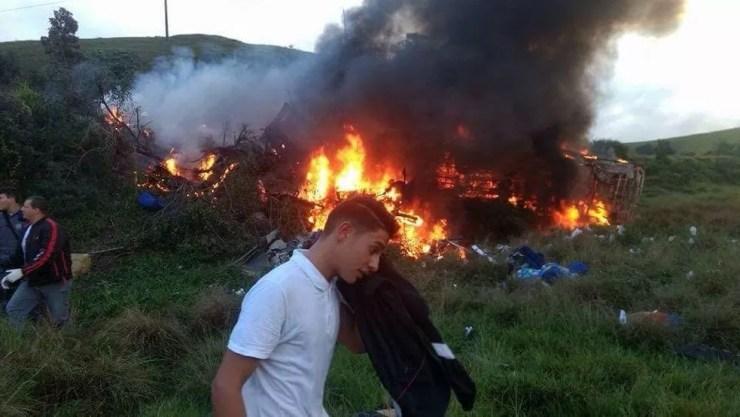 Acidente em Guarapari deixa mortos e feridos (Foto: Internauta/ Gazeta Online)