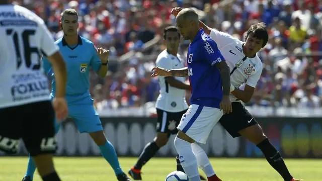 Corinthians goleia o Paraná, assume a ponta e deixa rival na lanterna