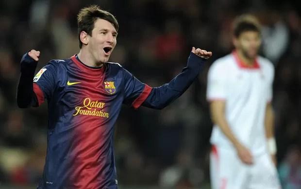 Messi comemora gol do Barcelona sobre o Sevilla (Foto: AFP)