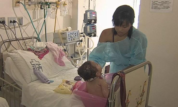 Rotina de Daiane e da filha é toda no hospital em Botucatu  (Foto: Gabriel Al Lage/ TV TEM )