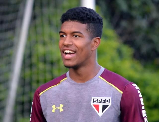 Léo Natel voltou a treinar com profissionais do São Paulo nesta quarta-feira, no CT da Barra Funda (Foto:  Érico Leonan / saopaulofc.net )