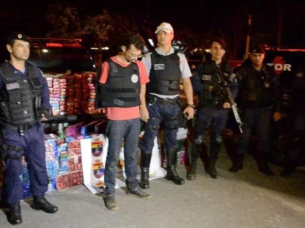 Motorista preso com 650 kg de maconha em carro roubado no Distrito Federal (Foto: Polícia Militar/Divulgação)