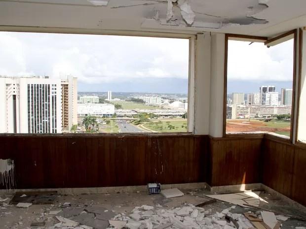 Congresso Nacional visto de hotel abandonado no centro de Brasília (Foto: Vianey Bentes/TV Globo)