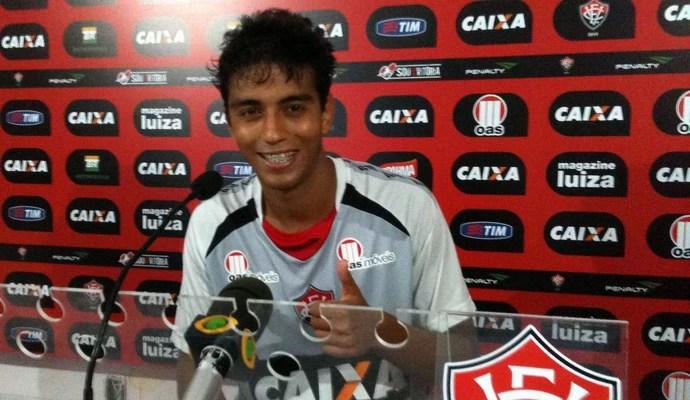 Lucas Zen; Vitória (Foto: Thiago Pereira)