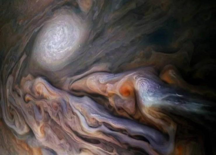 As dinâmicas da superfície podem revelar a estrutura profunda de Júpiter — Foto: NASA/SWRI/MSSS/GERALD EICHSTADT/SEAN DORAN