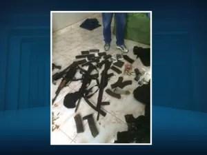 Armas apreendidas pelo Deic durante ação na região de Campinas (Foto: Reprodução / EPTV)