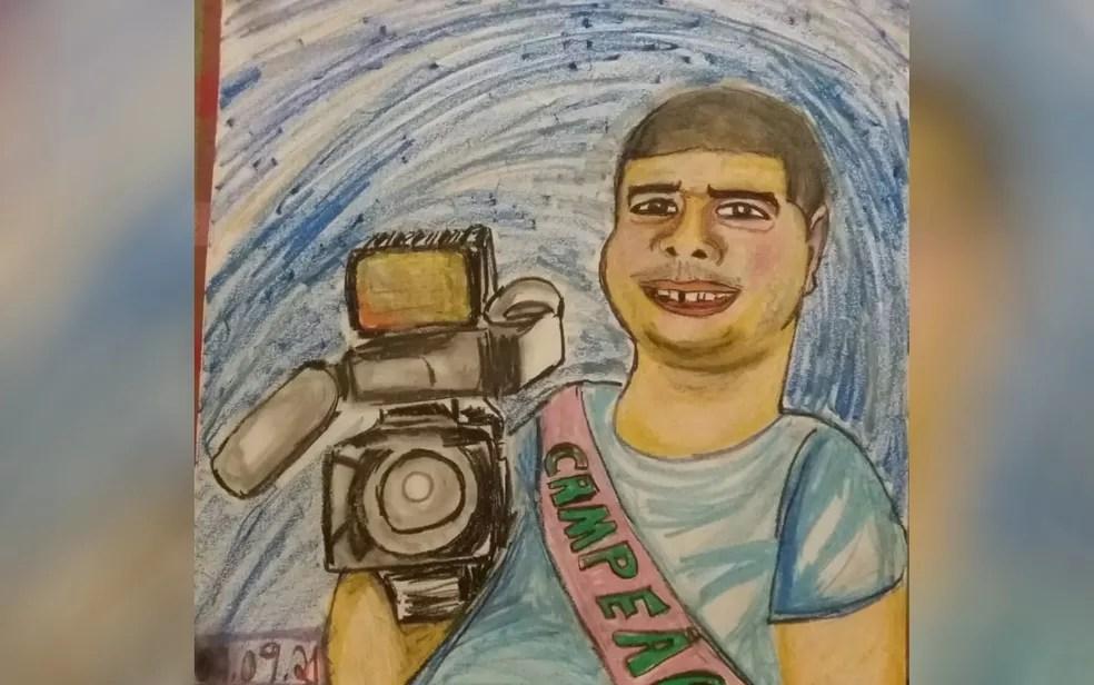 João Henrique, de 43 anos, foi recebido com 'festa' e até um cartaz com sua caricatura após 76 dias internado com Covid-19, em Goiânia — Foto: Reprodução/TV Anhanguera