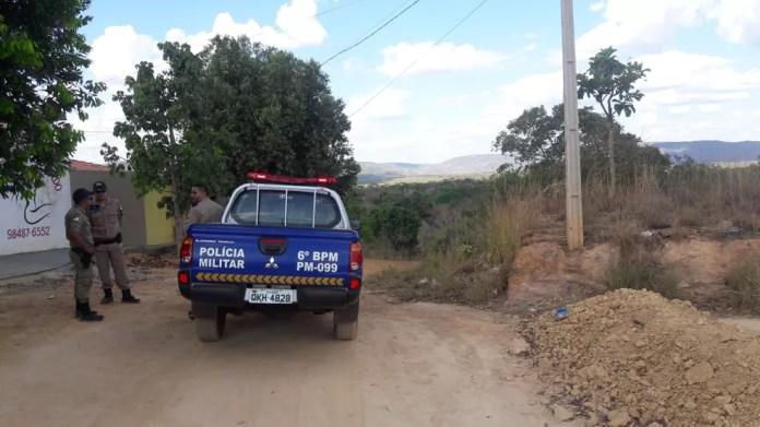 Corpo foi encontrado por bombeiro que passava pelo local (Foto: Yonny Furukawa / TV Anhanguera)