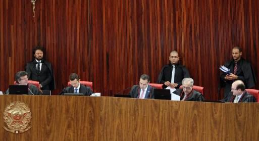 Ministros do TSE reunidos no plenário da Corte durante a sessão desta terça-feira (8) (Foto: Nelson Jr./ASCOM/TSE)