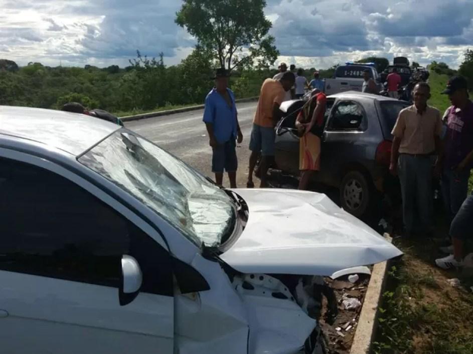 Polícia Rodoviária Federal investiga as causas do acidente (Foto: blogbraga / Diogo Gomes)