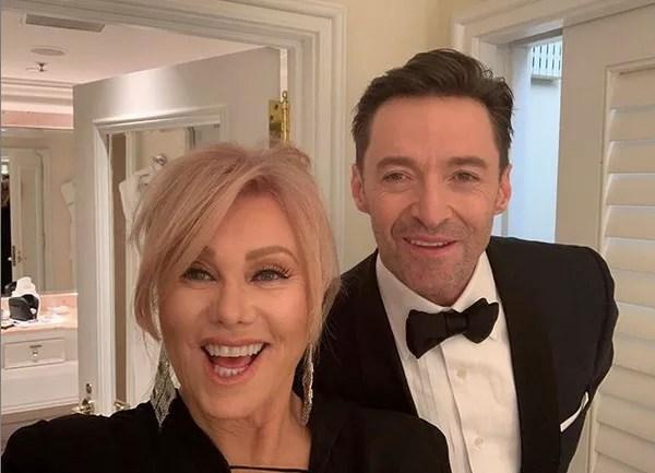 Hugh Jackman ajuda fã em pedido de casamento e faz serenata para a esposa  em musical - Monet | Celebridades
