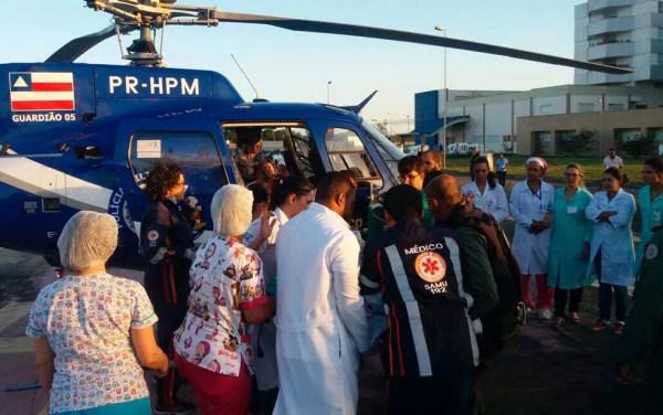 Uma das crianças foi transferida pelo Graer do HEC, em Feira, para o Hospital do Subúrbio, em Salvador (Foto: Divulgação/Graer)
