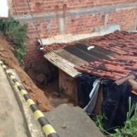 """""""Globo Notícia"""" hoje (17/05/2013): 'Deslizamento em Alagoas soterra casa'"""
