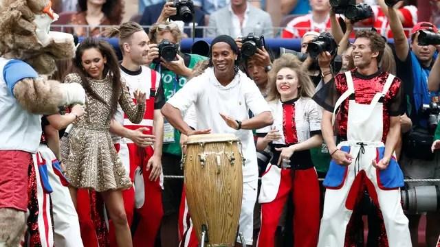 Ronaldinho Gaúcho toca na final da Copa do Mundo