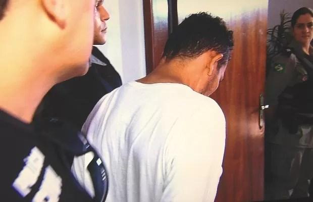 Polícia apresenta suspeito de estuprar série de garotas em Goiânia Goiás (Foto: Reprodução/TV Anhanguera)