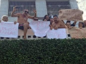 Fãs fazem homenagem durante passagem do cortejo (Foto: Kety Marinho / TV Globo)